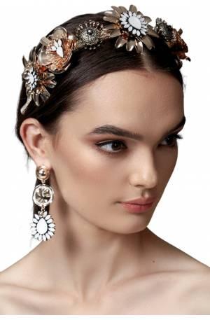 Aida Crown